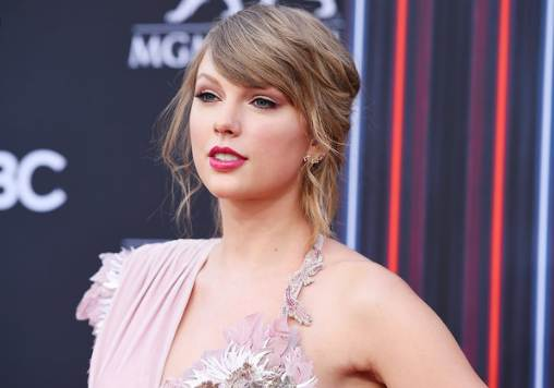Taylor Swift net worth 2021, age, biography, career, height, weight, family, wiki