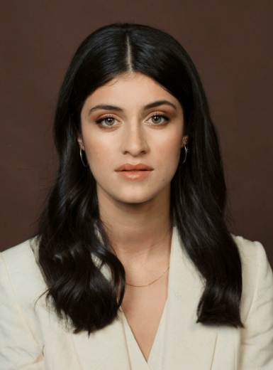Anya Chalotra (The witcher) Biography, Age, Net Worth, Boyfriend, Parents, Family and Instagram