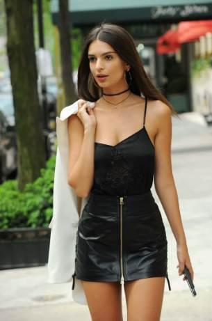 Emily Ratajkowski Net Worth 2020, Biography, Clothing Line, Booking, Husband & Parents