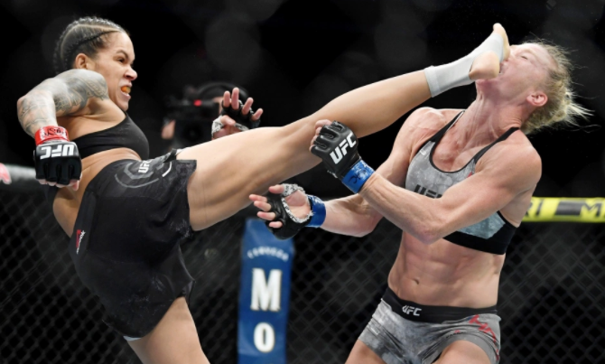 Top 10 Best Female UFC Fighters in the World 2021