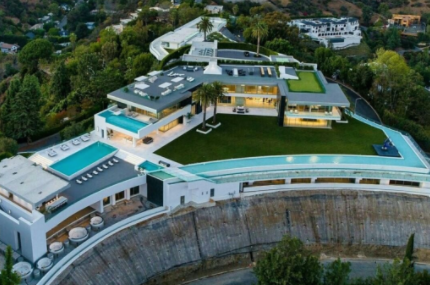 Top 10 Biggest Houses in the World 2021